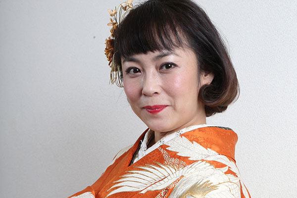 着物姿の佐藤仁美さん