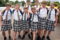 英国の男子生徒がスカートで登校し始めた理由