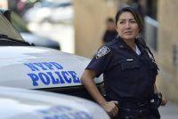 NY市警察で働く日本女性、危険な街で仕事続ける理由