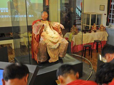 ミイラのご神体「柯象」、神々の護衛で里帰りへ/台湾 (2013年3月30日 ...
