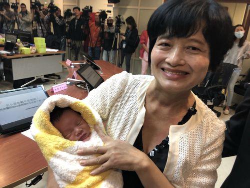 最 高齢 出産 日本