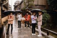 1970~80年代、日本に来たロックスターたちのノスタルジックな記念写真