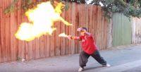 中2時代に描いた夢を現実にやりやがったヤツがいる。腕に装着し、パンチすると炎がゴォォォオ!っていう火炎放射グローブ