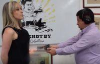 防弾服メーカーの社長、商品の性能を証明するために妻を銃で撃つ(コロンビア)