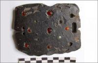 2200年前の匈奴の女性戦士の遺体から宝石がちりばめられたベルトのバックルが発見される