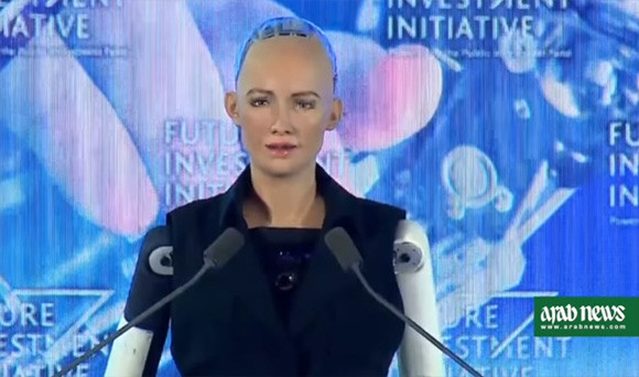 サウジアラビア、世界に先駆けロボットに市民権を付与。アンドロイドロボットがインタビューに答える