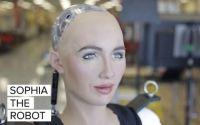 立った!ソフィアが立った!サウジアラビアの市民権を持つAIロボット、ソフィアさんがフレッシュな二足歩行を披露