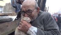 トルコのおじいさんがあやまって家を全焼、唯一助かった愛猫が心の支えに