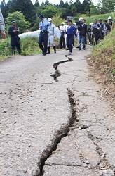 <大分・地割れ>地下の地滑り誘因か 避難勧告の長期化も