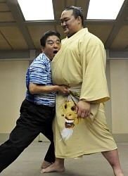 <大相撲名古屋場所>稀勢の里 河村市長を「突き落とし」