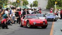 <トヨタ2000GT>幻の名車19台が集結し、パレード