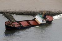 <台風21号>貨物船、ブロックに衝突し乗員救助 富山港