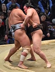 <大相撲九州場所>白鵬、無傷で8勝目