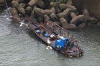 <木造船漂着>「イカ釣り漁で故障」北朝鮮?8人保護 秋田