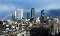 <名古屋>高層ビル群に虹のアーチ