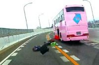 <名古屋高速大高線>走行中バスから落下 複数の荷物道路に