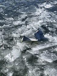 <米軍機>タンク投棄、氷突き破る 200m先に漁船 青森
