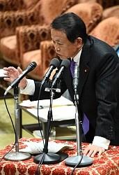 <麻生財務相>「立憲が指導」撤回 佐川長官への抗議活動で