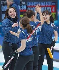<五輪カーリング>日本女子、スウェーデンのミス誘い決勝点