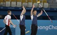 <五輪カーリング>日本男子が勝利 準決勝進出に望みつなぐ