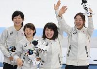 <五輪スケート>4人の力一つに 女子追い抜き、日本金