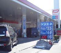 <経産省>給油所の規制緩和策を検討 EV充電器設置など