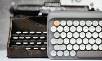 タイプライター風のレトロな丸キー搭載のキーボード「Four Seasons」