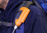 フォースメディアより、カラビナ付き&懐中電灯としても使えるモバイルバッテリー「世界登山」発売