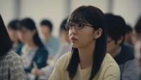 藤田ニコルが予備校生に!メガネの優等生スタイルでイメージ一新