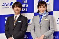 綾瀬はるか、眩しいCA姿を披露 吉沢亮が弟役で共演
