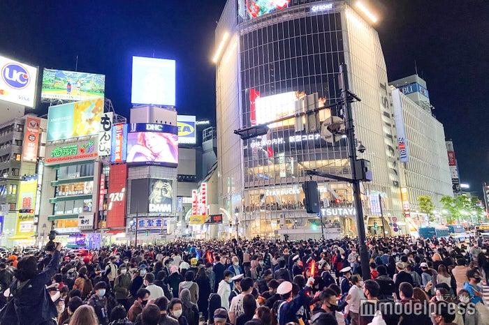 渋谷ハロウィン、警察官多数で厳戒態勢 仮装激減でセンター街にも変化 (2020年10月31日) - エキサイトニュース