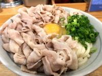 肉と卵と讃岐うどんの旨みが口の中で爆発!浜松町「甚三」の肉うどんはもはや肉うどんを越えた新しい料理かもしれない