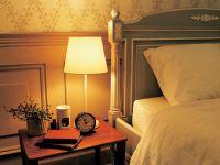なかなか眠れない人へのアドバイス——音と光で眠りを誘う