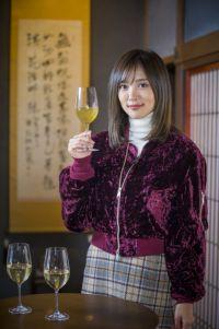 夏菜、ワインエキスパートの資格活かして昆布だしを飲み比べ