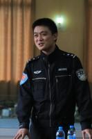飛び降り自殺の少女を無傷でキャッチ!イケメン警官のかっこいいツイートも話題に―重慶市