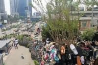 韓国で「臭そう」と物議醸した靴の巨大モニュメント、雨に打たれて本当に悪臭放つ=韓国ネット「ただの迷惑」「アフリカに寄付すべきだった」