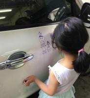 娘がピカピカの新車に落書き!それを見た父親は…―中国