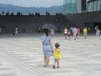 「韓国は子どもに残忍な社会」海外移住した韓国人ママの一言に、韓国ネットから反論続出「あなたのような人のせいで韓国人が非難される」
