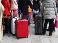 中国人観光客が日本で起こす問題、「民度が低い」で片付けて良いのか