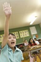 「恐るべき日本の教育」と中国メディア、電車内で騒がず信号で止まった車にお辞儀、子どもたちの礼儀正しさに驚嘆の声