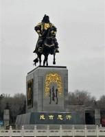 チンギスハンの肖像画踏みつけ懲役1年、ネットで話題に―中国