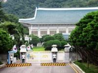 李明博元大統領の逮捕、「国民にみじめさ抱かせる」と韓国紙、「典型的な標的捜査」と検察批判も