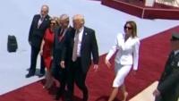 メラニアさん、トランプ大統領との「手つなぎ」拒否か