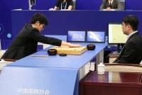 米グーグルのAI、世界最強の中国囲碁棋士に第1局で勝利