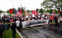 米マクドナルド従業員が本社前でデモ、最低賃金引き上げ要求