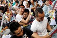 台湾で同性婚にアジア初の合法判断、支持者らに喜び広がる