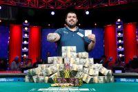 ポーカー世界大会で25歳米男性が優勝、賞金約9億円