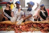 メキシコで「世界最大のサンドイッチ」作りに挑戦、長さ67m