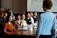 オーストラリアの「エチケットの女王」、中国でマナーを伝授