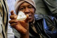 シエラレオネの「平和のダイヤ」、競売前にNYで公開